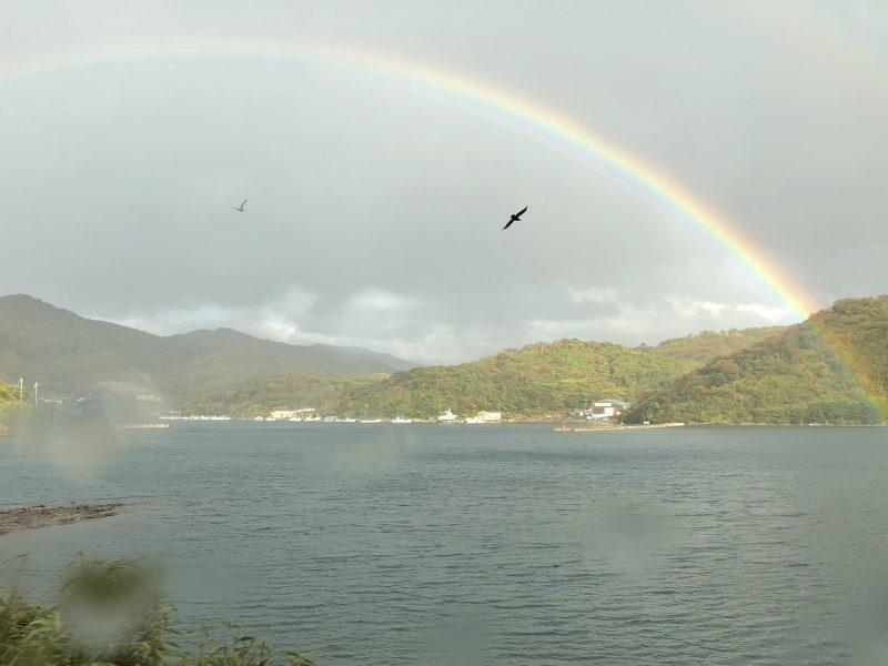 島に浮かぶ虹